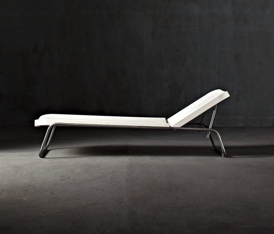 Time Out reclining chaise longue by Serralunga | Sun loungers
