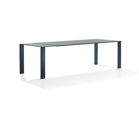 Madison | 1420 by Draenert | Dining tables