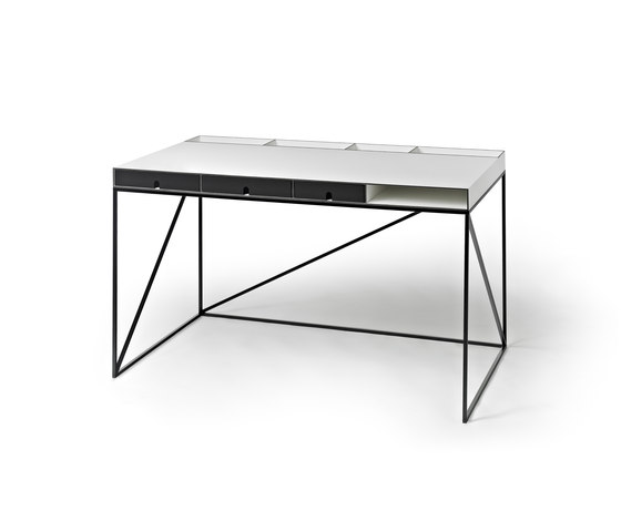 WOGG CARO Writing Table di WOGG | Scrivanie individuali