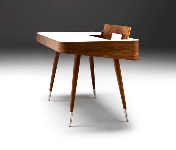 AK 1330 Desk by Naver | Desks