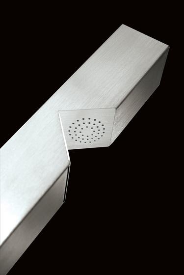 Stilla STL01 by CEADESIGN | Outdoor showers