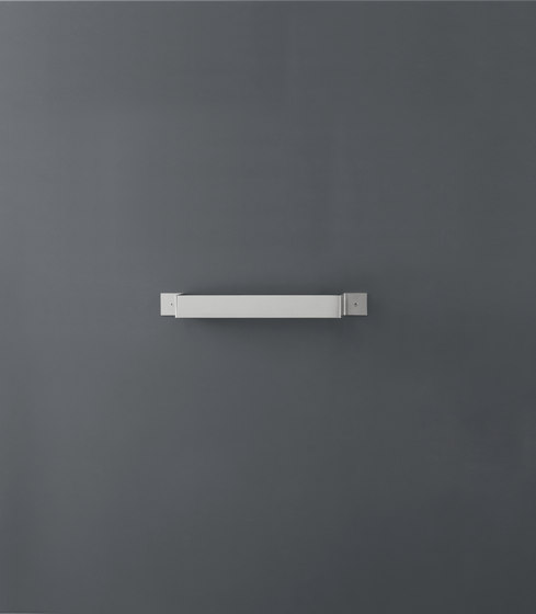Neutra NEU06 by CEADESIGN | Towel rails