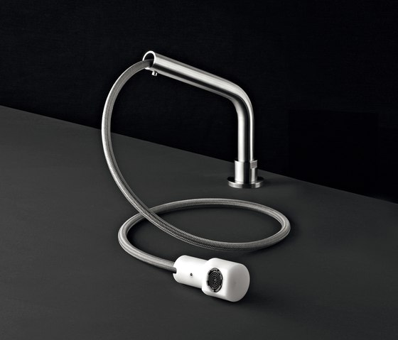 Neutra NEU31 by CEADESIGN | Kitchen taps