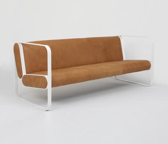 Ova 3-Seater Sofa di STILTREU | Divani lounge