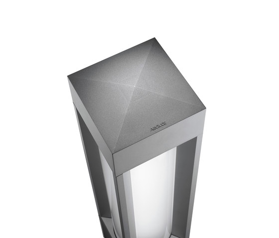 Quadrio 180 with opalescent diffuser by Arcluce | Bollard lights