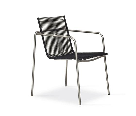Taku Armlehnstuhl von Fischer Möbel | Gartenstühle