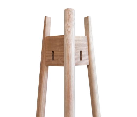 Arkitecture JRN1 Kleiderständer von Nikari | Standgarderoben