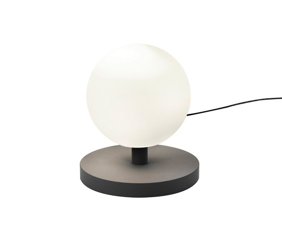 Pluto Floor lamp von Bsweden | Allgemeinbeleuchtung