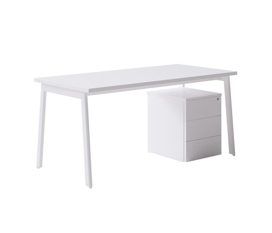M10 by Forma 5 | Individual desks