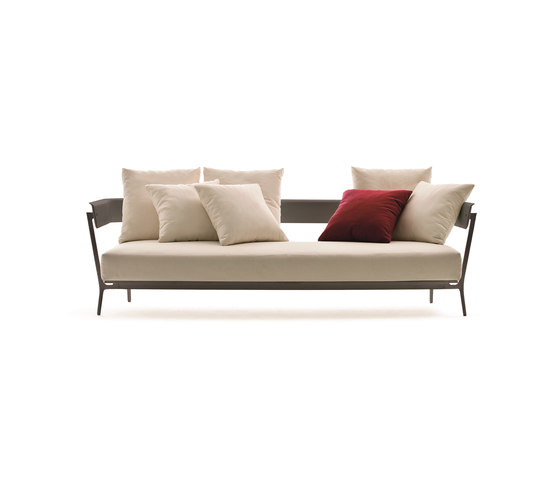 Aikana sofa 3-seater de Fast | Sofás de jardín