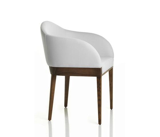 Agata armlehnstuhl von alma design produkt for Designer armlehnstuhl