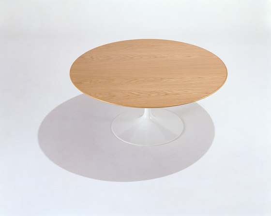 Saarinen Tulip Low Table de Knoll International | Mesas de centro