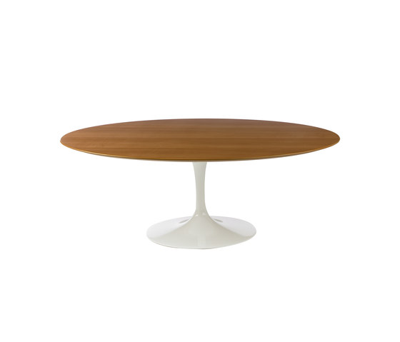 Saarinen Tulip Low Table by Knoll International | Lounge tables