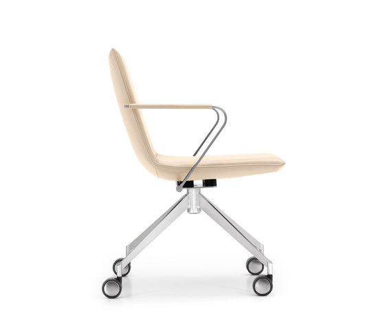 JACK 4-legged chair with coasters de Girsberger | Chaises de travail