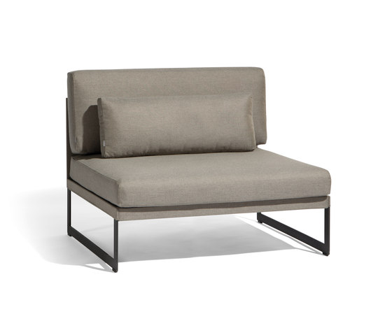 Squat Large middle seat by Manutti | Garden armchairs