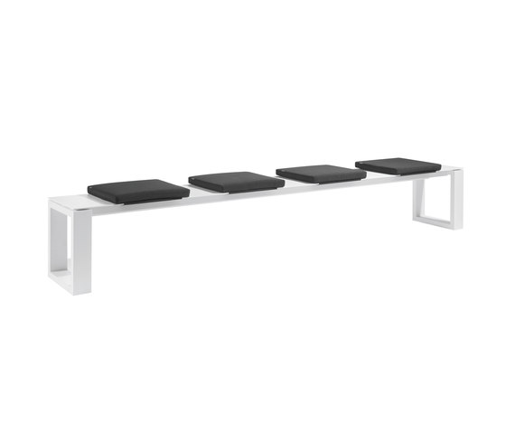 Fuse Bench 300 cushioned by Manutti | Garden benches