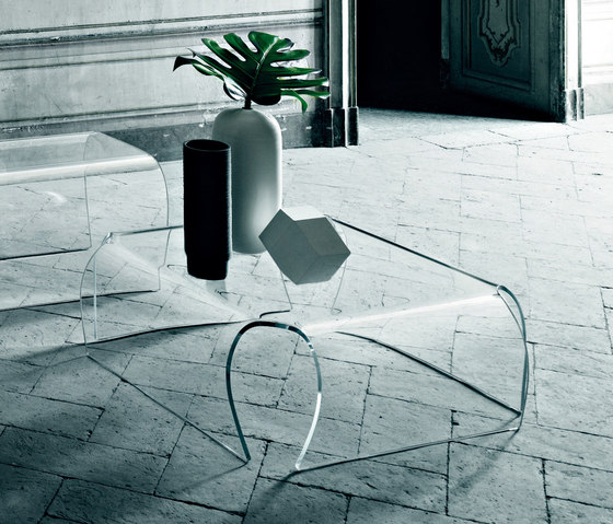 Bent Glass Table by Glas Italia | Lounge tables