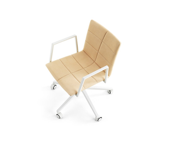 Archal Armchair 5-feet swivel with castors de Lammhults | Sillas de oficina