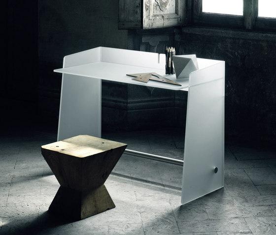 Pirandello by Glas Italia | Desks