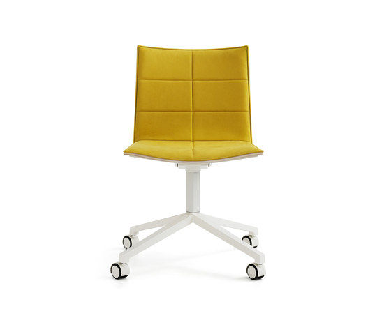 Archal Chair 4-feet swivel with castors di Lammhults | Sedie conferenza