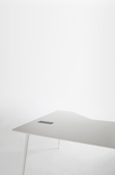 Fly by Sellex | Individual desks