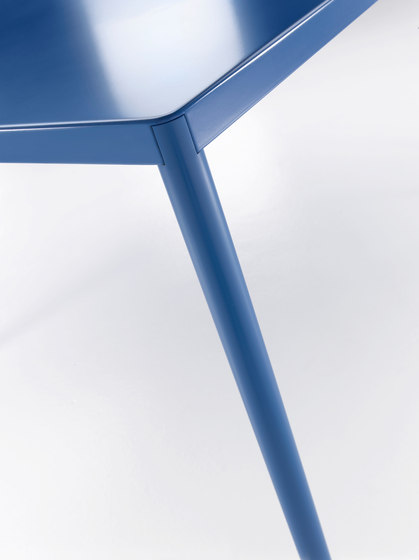 Robin* by MDF Italia | Dining tables