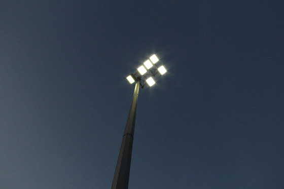 F32 LED Floodlight di ewo | Illuminazione stradale
