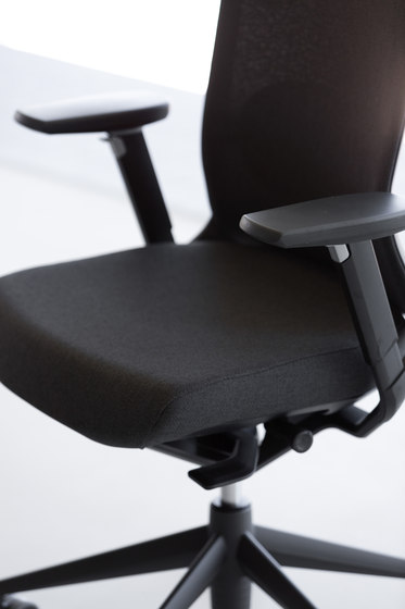 TNK A 500 by actiu | Management chairs