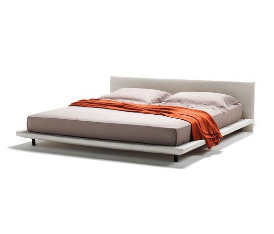 Chemise Bed by Living Divani | Double beds