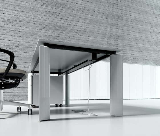 Crystal by MDD | Individual desks