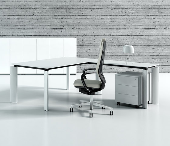 Crystal by MDD | Executive desks