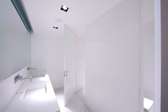 L'Invisibile hinged door by Linvisibile | Internal doors