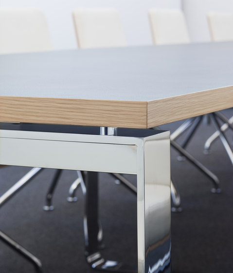 S 1236 by Gebrüder T 1819 | Seminar tables