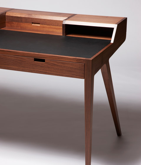 Katakana Writing Desk de Dare Studio | Secreteres