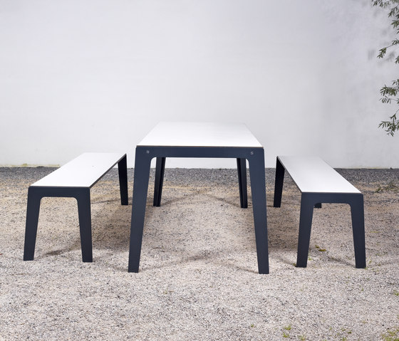 Table and bench at_14 de Silvio Rohrmoser | Bancos de jardín