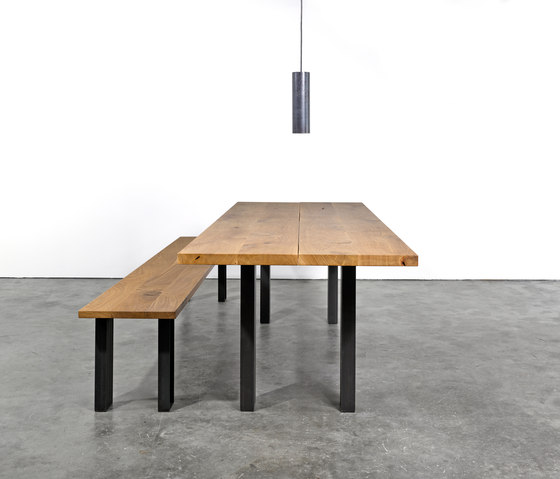 Table and Bench at_12 de Silvio Rohrmoser | Bancos