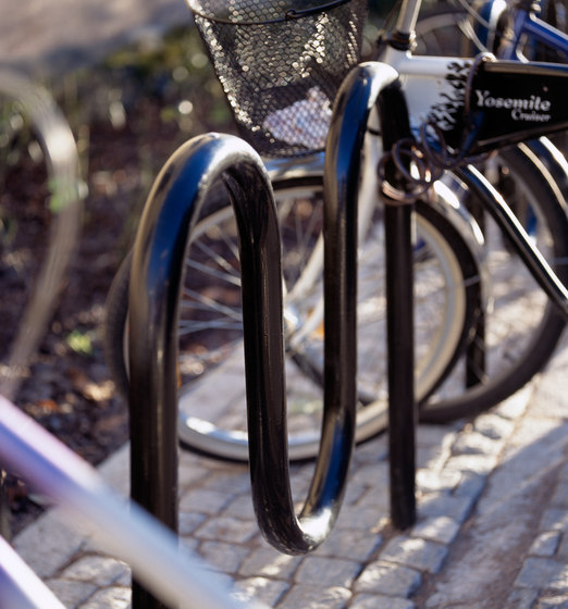 Sinus bicycle rack by Vestre | Bicycle stands