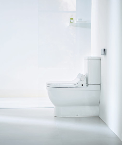Starck C Toilet close-coupled by DURAVIT | Water-spray toilets