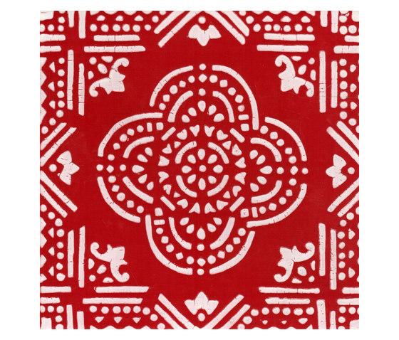 Madras Fondo bianco decoro rosso von La Riggiola   Bodenfliesen