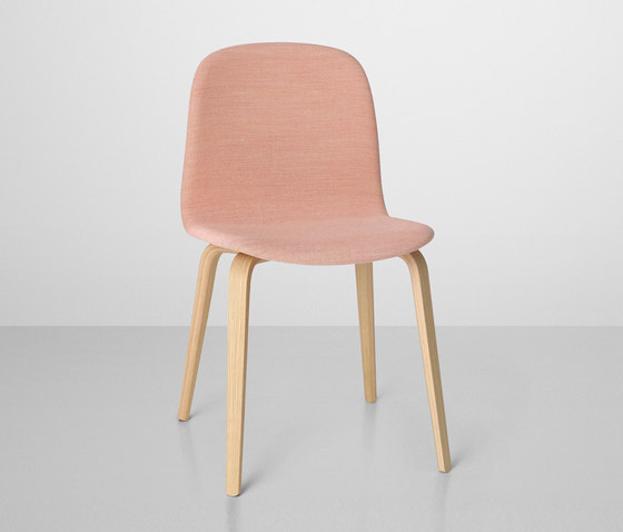 Visu Chair | wood base upholstered de Muuto | Sillas para restaurantes