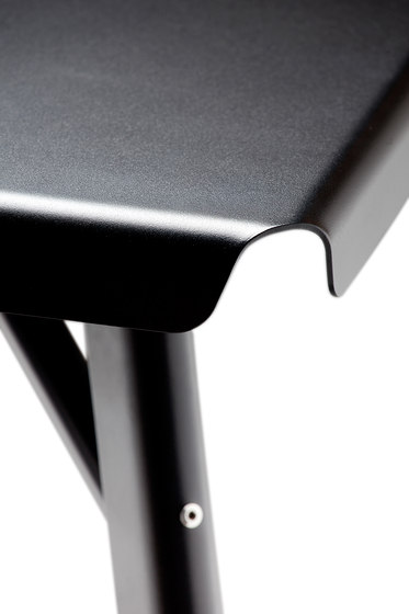 Dakar Table rectangle black von Skitsch by Hub Design | Garten-Esstische