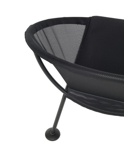 Take Off | poltroncina nero di Skitsch by Hub Design | Poltrone da giardino