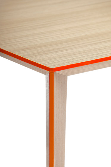 Ray Table medium by Skitsch by Hub Design | Restaurant tables