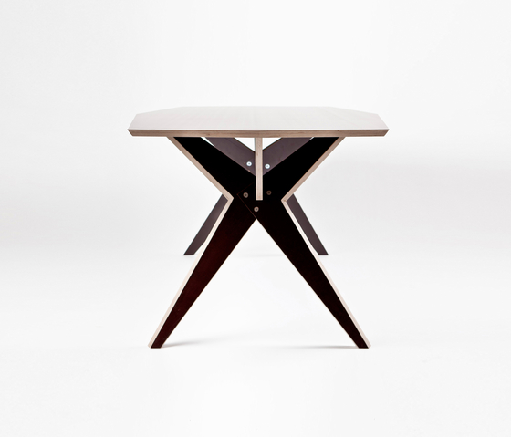NW 208 Table by Kyburz Produktdesign | Dining tables