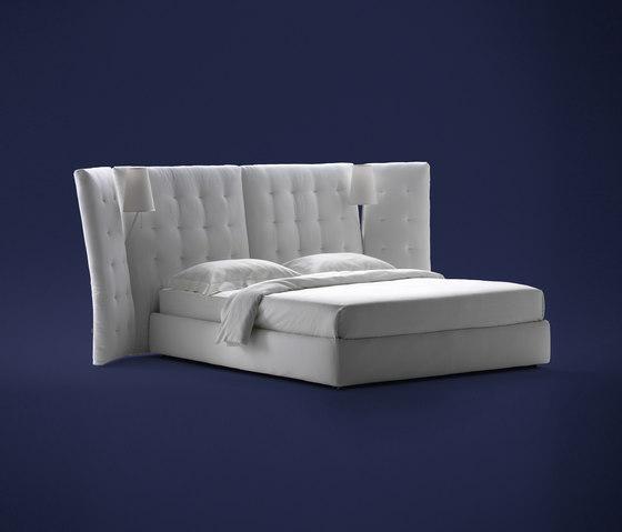 Angle Bett mit Seitenpaneelen gesteppt von Flou | Doppelbetten