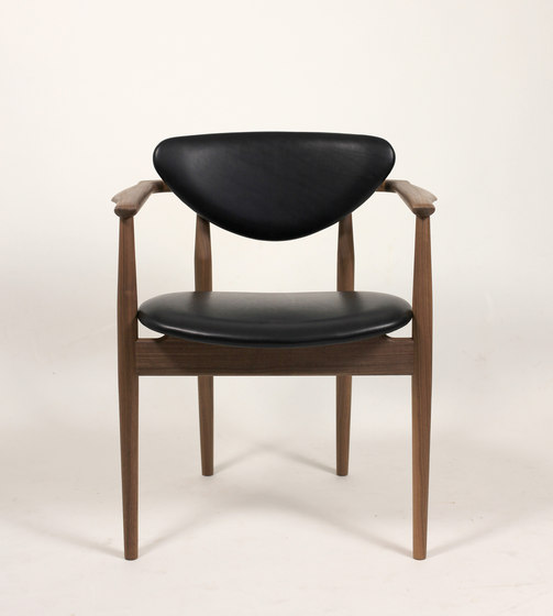 109 Chair by House of Finn Juhl - Onecollection | Restaurant chairs