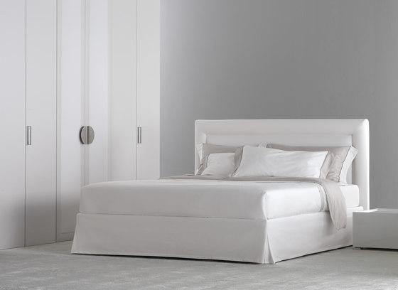 Pochette Pure Bed by Flou | Double beds