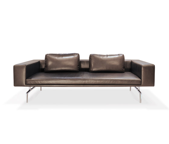 Lenao Sofa by PIURIC | Lounge sofas