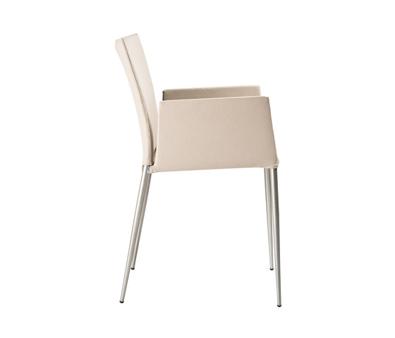Moka Chair with armrests by ONDARRETA | Visitors chairs / Side chairs