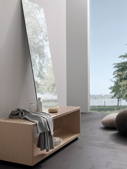 spirit Inspiration 11 | Sitzbank mit Körperspiegel di talsee | Sgabelli / Panche bagno